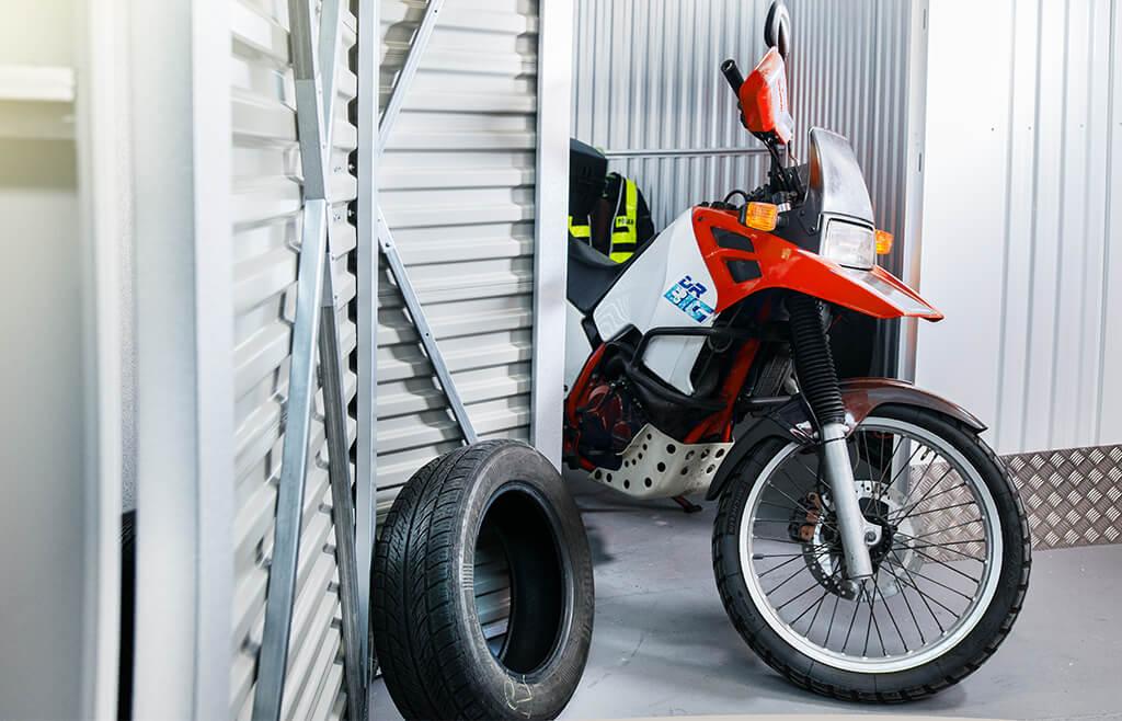 Motocykl w sejfboksie