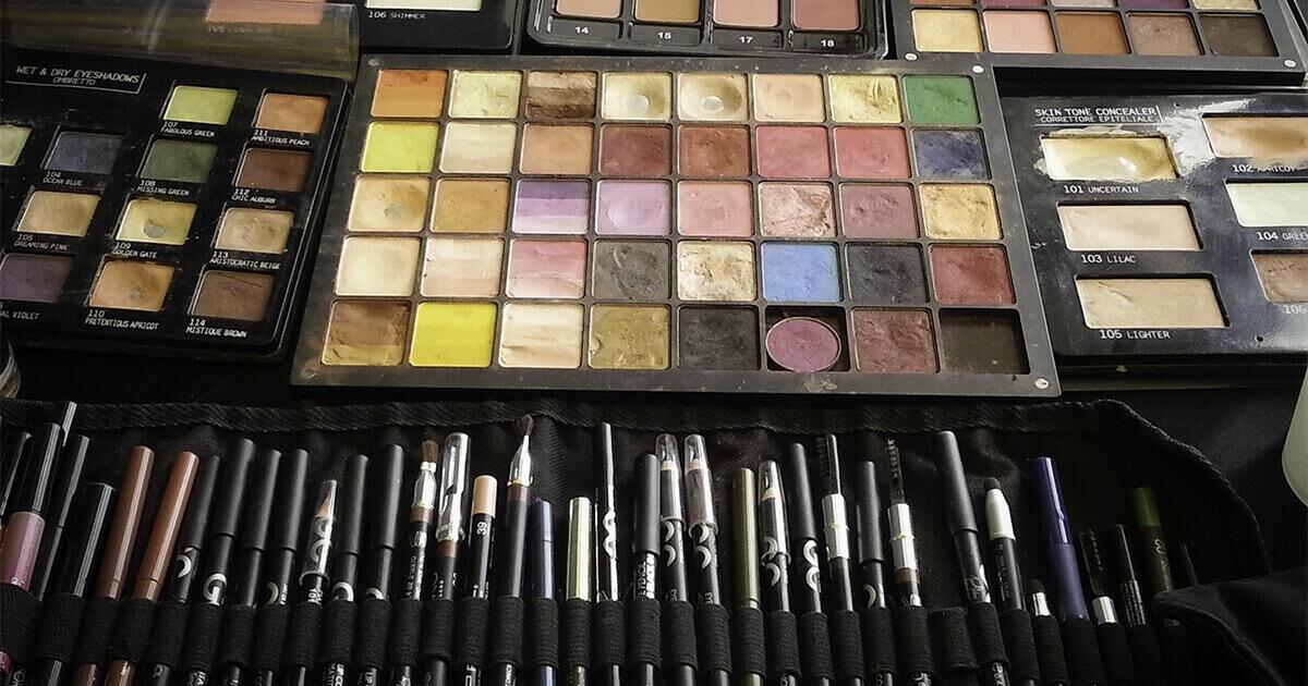 Przyrządy do makijażu